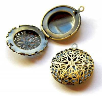 Pack of 4 – Antique Bronze Filigree Locket Pendant Small