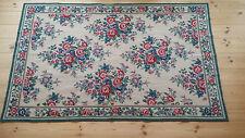 Excelente Vintage Bordado Floral Patrón De Pañales grande alfombra/colgante de pared