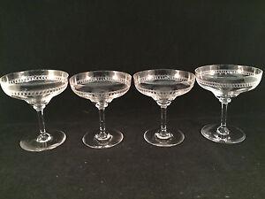 Set-of-4-Spiral-Pattern-Champagne-Glasses-4-1-4-034-Tall-4-034-Diameter