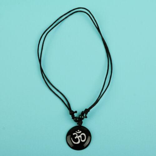 2X AUM OM OHM Hindou Bouddhiste Inde Collier Pendentif Amulette en résine noir