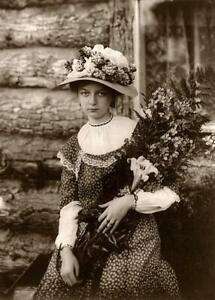 Antique-Photo-Alaskan-Flowers-Woman-Bouquet-1900s-Photo-Reprint-5x7