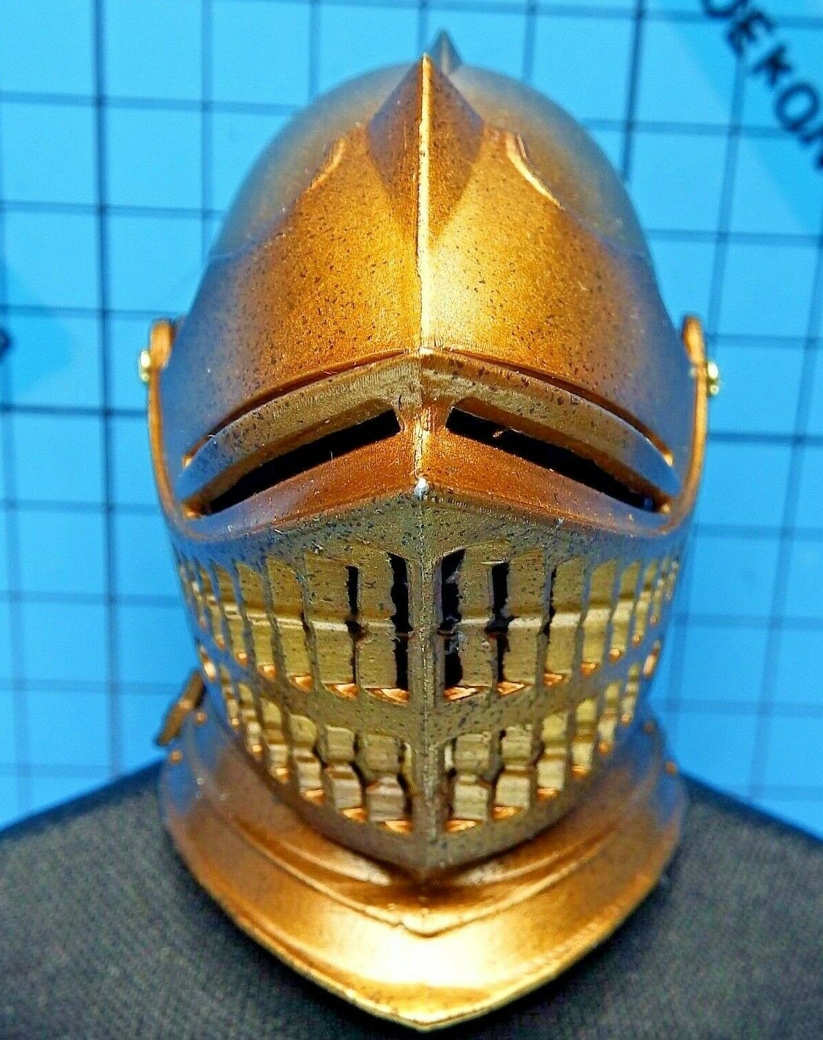 CooModel 1 6 SE034 Knights of The Realm Noble Knight Figure - Metal gold Helmet