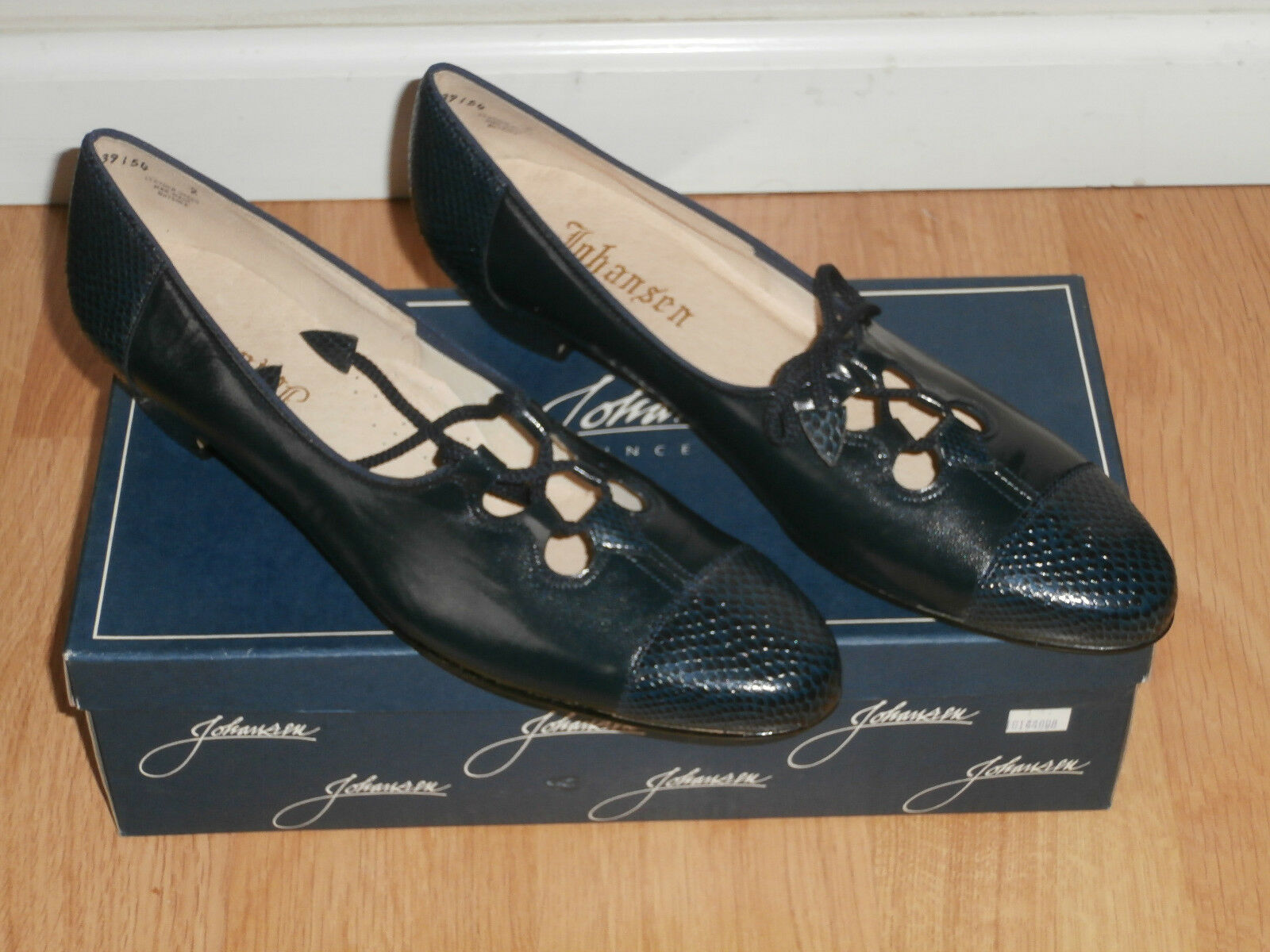 Johansen -Leather Cap Toe ,Low Heels, Size   9 9 9 1 2  5A ,color  Navy 8b9f0f