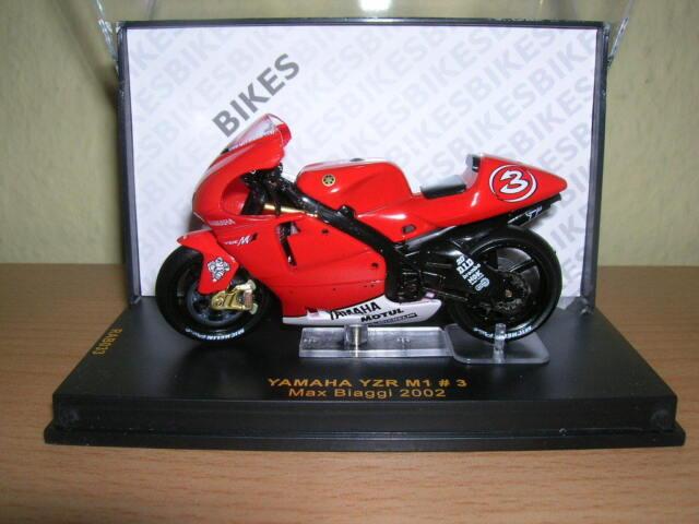 IXO Yamaha YZR M1 MAX BIAGGI TEMPORADA 2002 1:24 #3 rab033