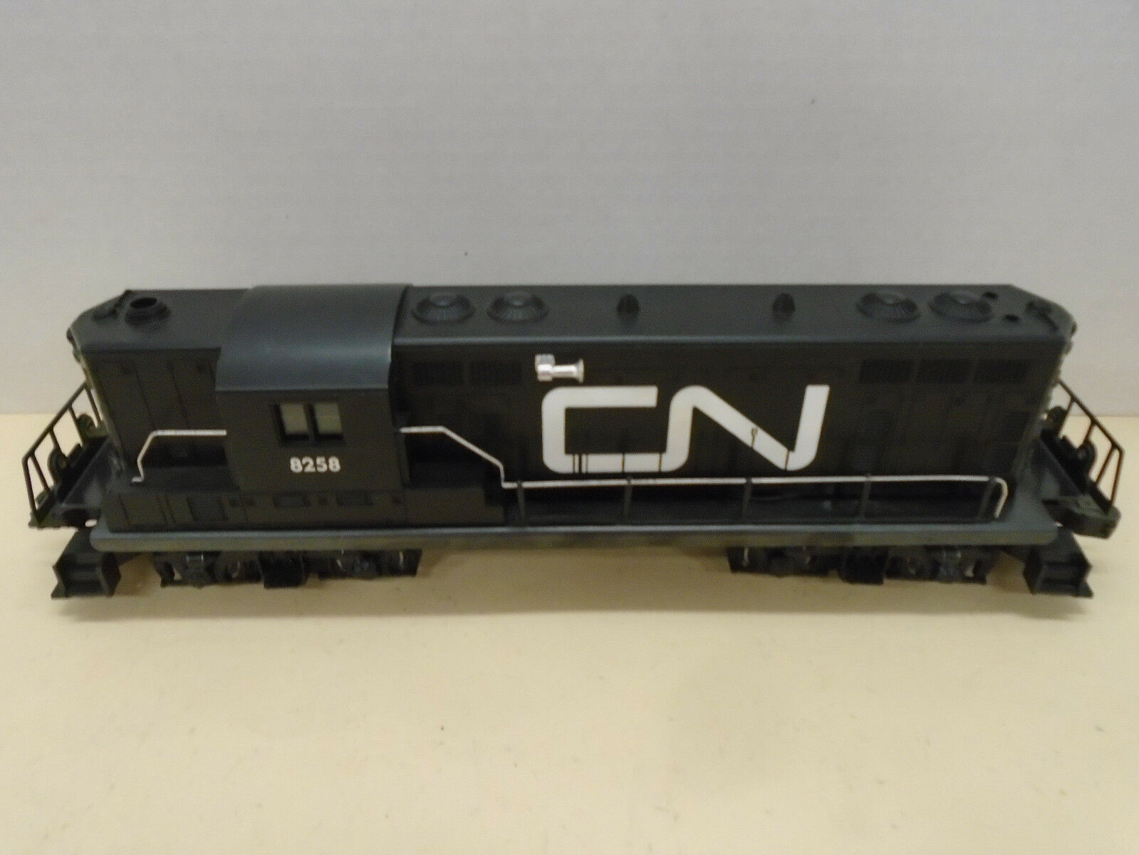 Lionel O GAUGE 6-8258 Canadian National GP7 Non-Pwd. Diesel Locomotive USED
