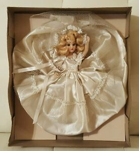 Vintage-Melody-Doll-from-House-of-Dolls-Chicago-NIB-bride-blonde-hair-collector