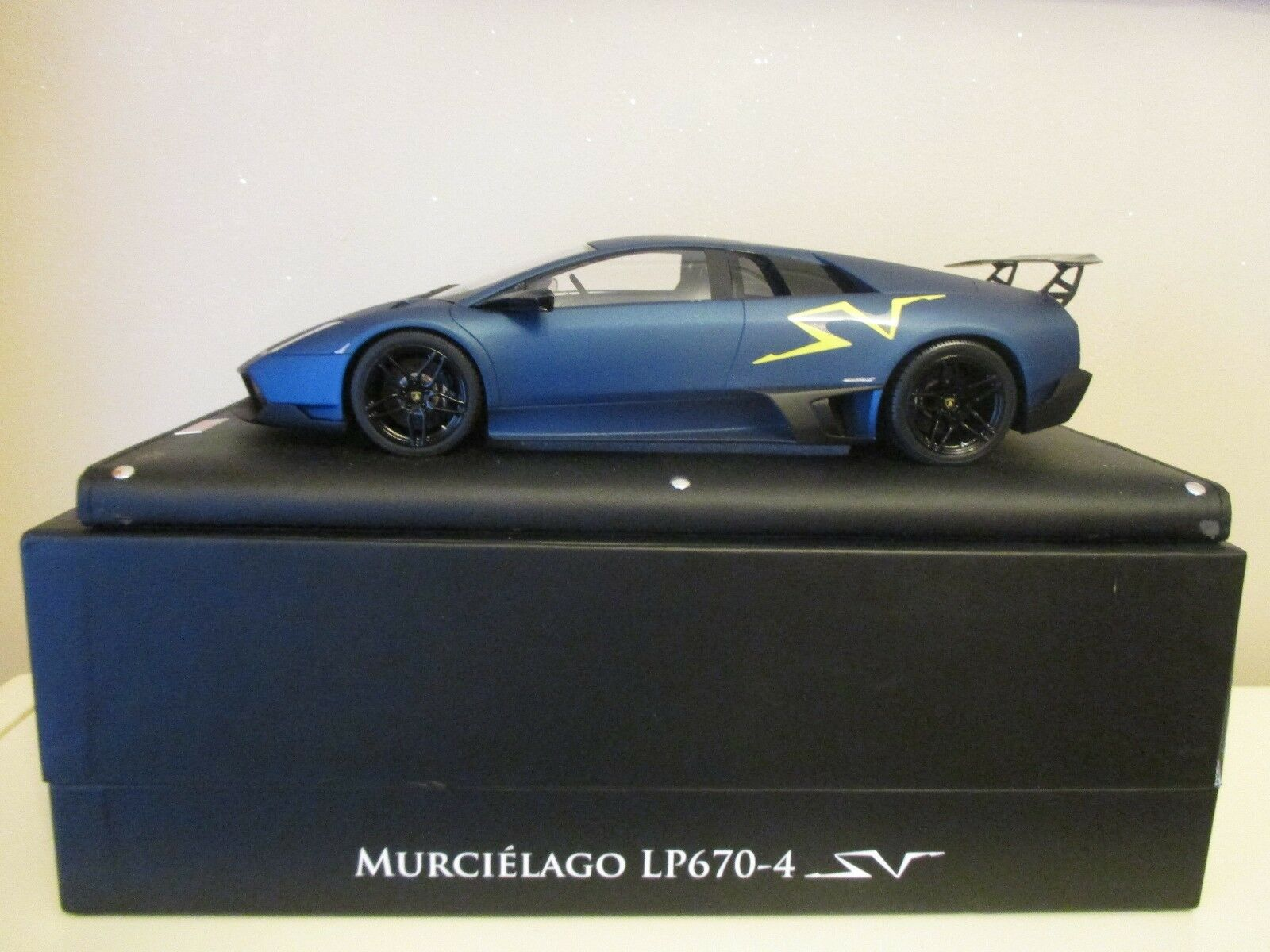 Lamborghini lp670-4 sv mr 1 18 matte bluee no 10 big yellow sv logo new condition