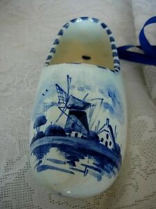 Unusual-Vintage-DELFT-BLUE-Hand-Painted-Windmill-on-Dutch-Shoe-Made-in-Holland