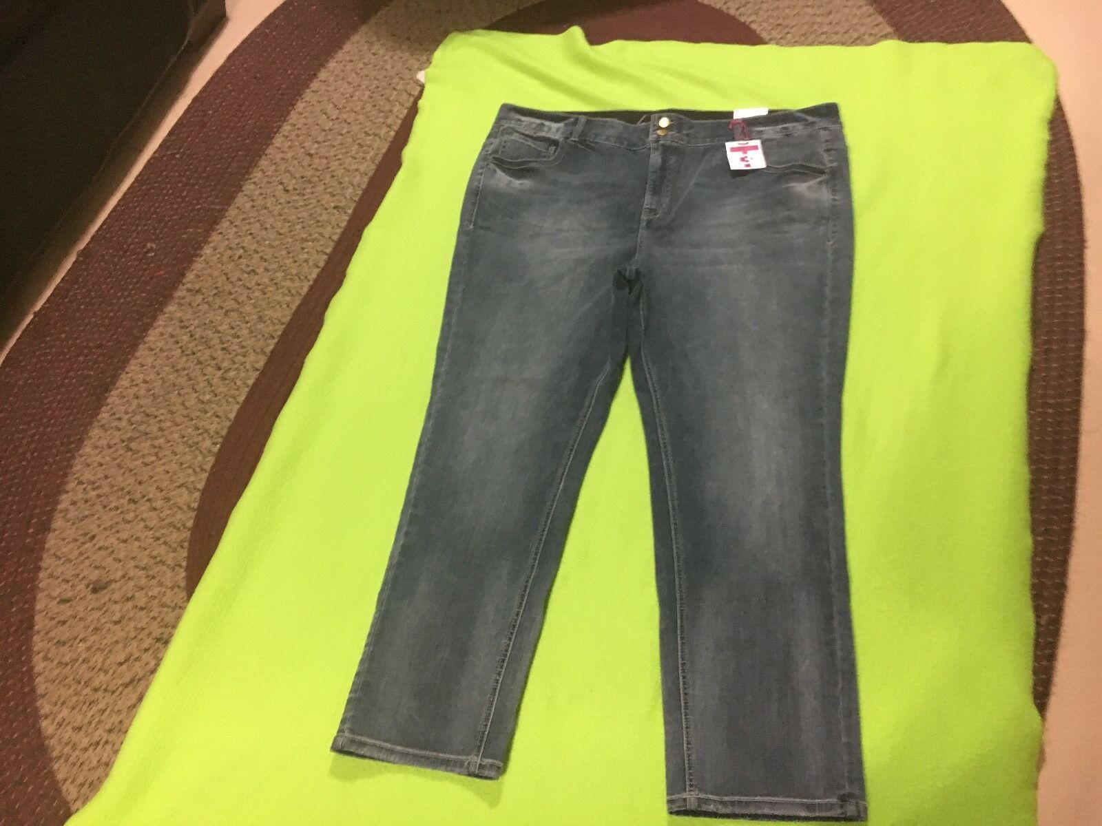 Lane Bryant Women's NWT Straight Fit Tummy Control Jeans. Size 26 Short