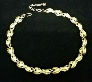 Vintage-Signed-TRIFARI-Leaves-Choker-Necklace-Brushed-Gold-Plated-Finish