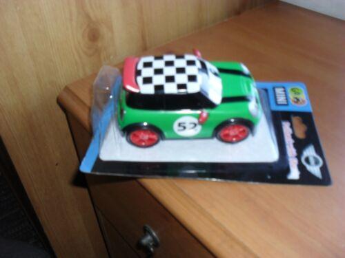 Nuovo di Zecca GO Mini Cooper Verde MINI Pull-Back con Stunt racer curbz