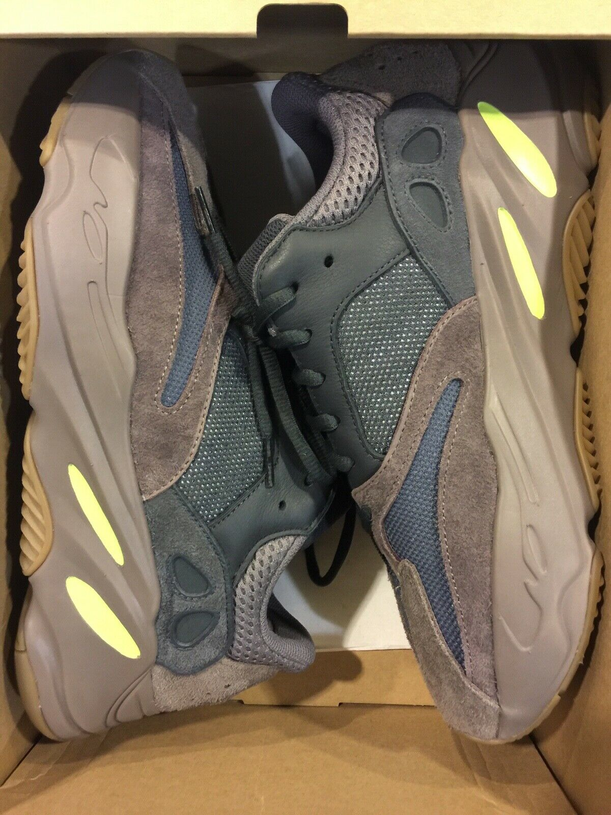 Adidas Yeezy Boost Mauve 700  size 9.5. VNDS and Authentic.