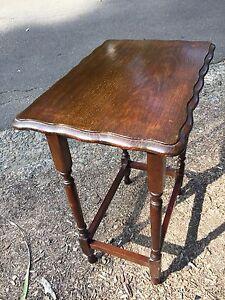 Antique-Vintage-Australian-Art-Deco-1930-039-s-English-Oak-Side-Lamp-Lounge-Table