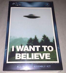 Atlantis-I-Want-To-Believe-UFO-plastic-model-kit-new-1008