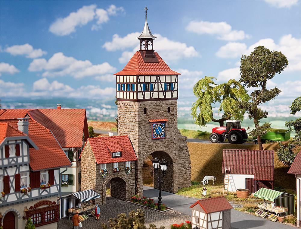 Stadttor mit Torhaus, Faller Miniaturwelten Bausatz H0 (1 87), Art. 130406  | Überlegen
