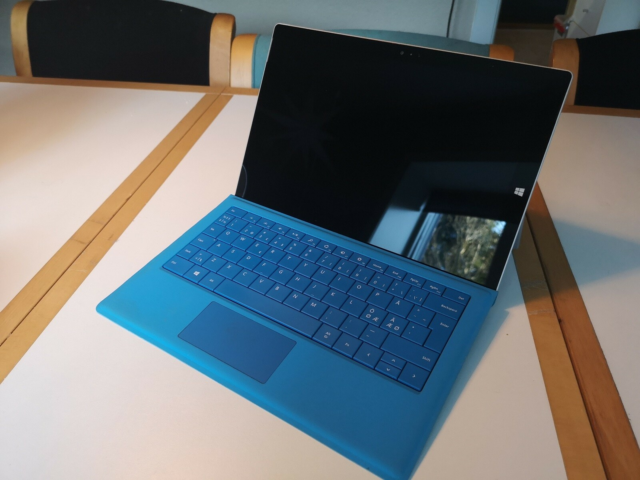 Microsoft Surface pro 3, 4 GB ram, 256 GB harddisk, God,…