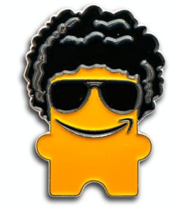 Afro-amp-Sonnenbrille-peccy-Amazon-Mitarbeiter-Pin