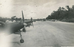 WWII-1940-039-s-USAAF-Biak-Air-Field-Photo-lots-of-airplanes-at-field
