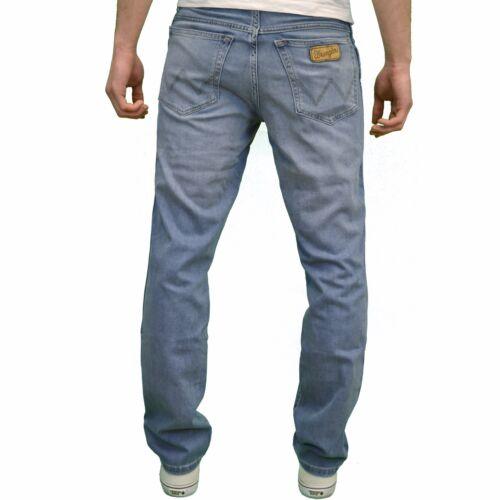 Available in 2 colours Wrangler Men/'s Texas Stretch Regular Fit Straight leg