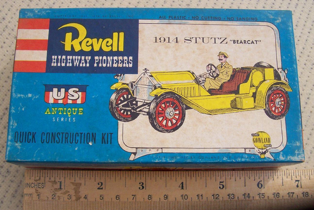 RARE REVELL 1953 54 1914 STUTZ BEARCAT MODEL KIT CONTENTS SS IN PLASTIC