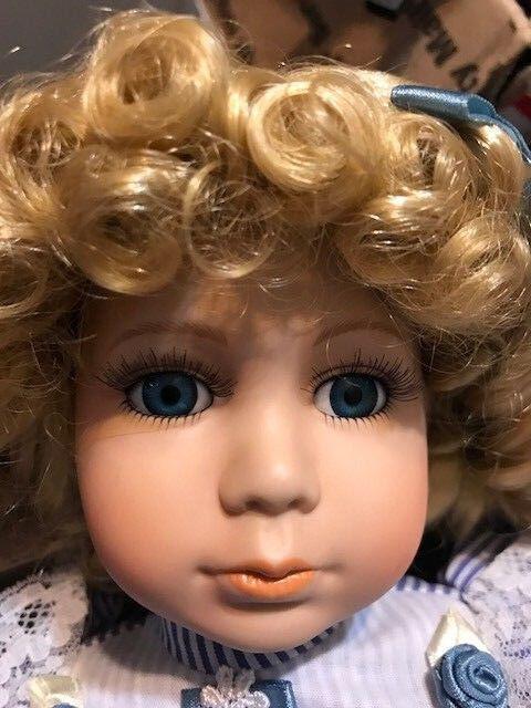 Impresionante Rubia Muñeca Bebé Muñeca Poseable 16  Vestido Azul & Bonnett En Stock