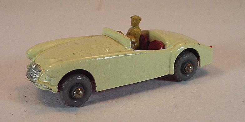 MATCHBOX REGULAR WHEELS Nº 19 B MGA Sports Car blanc GPW LESNEY 1  172
