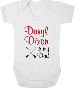 "Raisonnable Daryl Dixon Est Mon Père Baby Body/gilet/croissance/sommeil Costume Nouveau-né Walking Dead-grow/sleep Suit Newborn Walking Dead"" afficher Le Titre D'origine Mode Attrayante"
