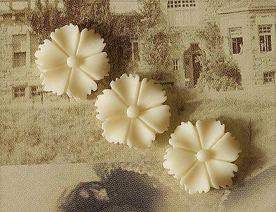 10x Resin Cabochons Blumen zum Kleben 13mm elfenbein tm257