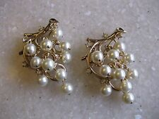 """Pair of CROWN TRIFARI Gold Tone Pins Brooches Faux Pearl """"Grapes"""" Dangle on Vine"""