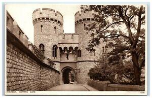 Vintage-Picture-Postcard-Windsor-Castle-Norman-Gate-Berkshire