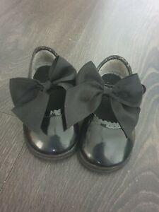 Zapatos-de-bebe-de-nina-estilo-espanol-Cochecito-Zapatos-Arco-Zapato-Suela-Suave-Mary-Jane-patente