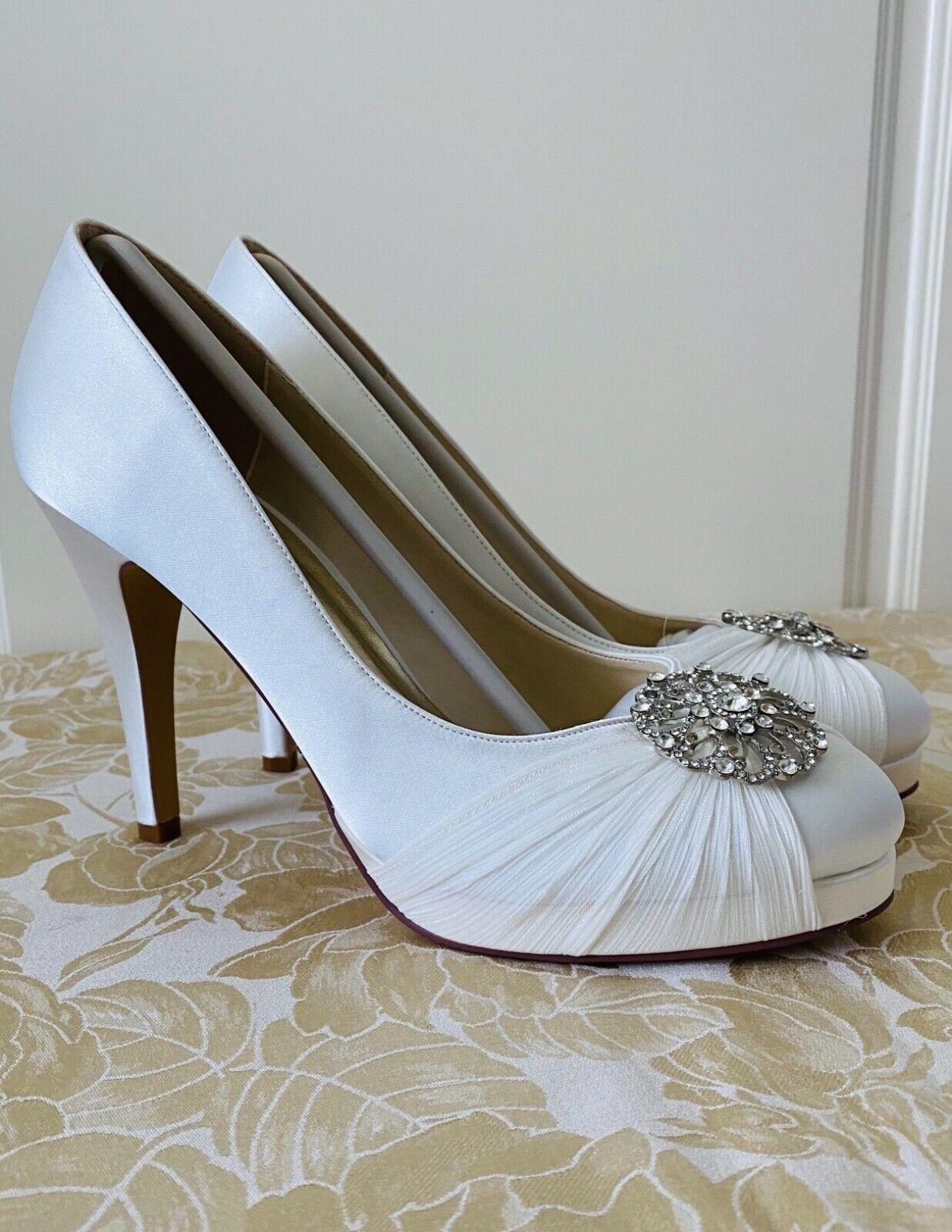 Ivory Satin Bridal Wedding Shoes Size 7, New, Rhinestone Brooch on Toe