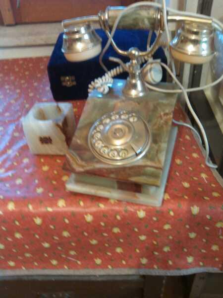Contemplativo Telefono Onice Superficie Lucente