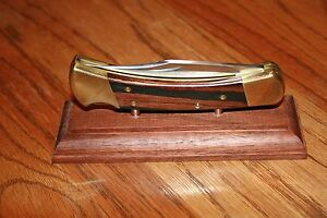 Solid-Walnut-Magnetic-Large-Folding-Knife-Display-Stand