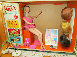 1964-ORIGINAL-034-MISS-BARBIE-034-in-BOX-COMPLETE-SET-SWING-WIGS-STAND-OSS-1st-BEND-LEGS