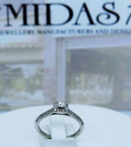 9-carat-white-diamonds-cluster-ring