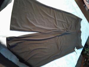 NEW Kim Rogers Brown Womens Medium Pull-On Stretch Cropped Capri NWT