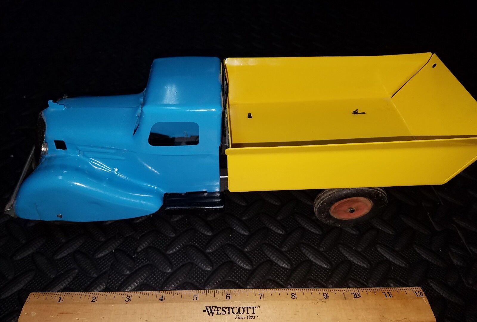 Vintage kingsbury marx wyandotte rooster tail pressed steel toy truck toy lot