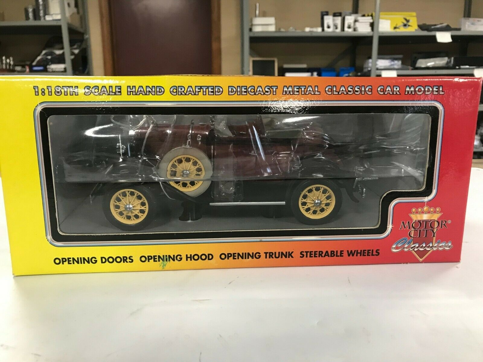 Motor City Classics 20009 1931 Ford Modelo A Escala 1 18TH Roadster, Nuevo En Caja