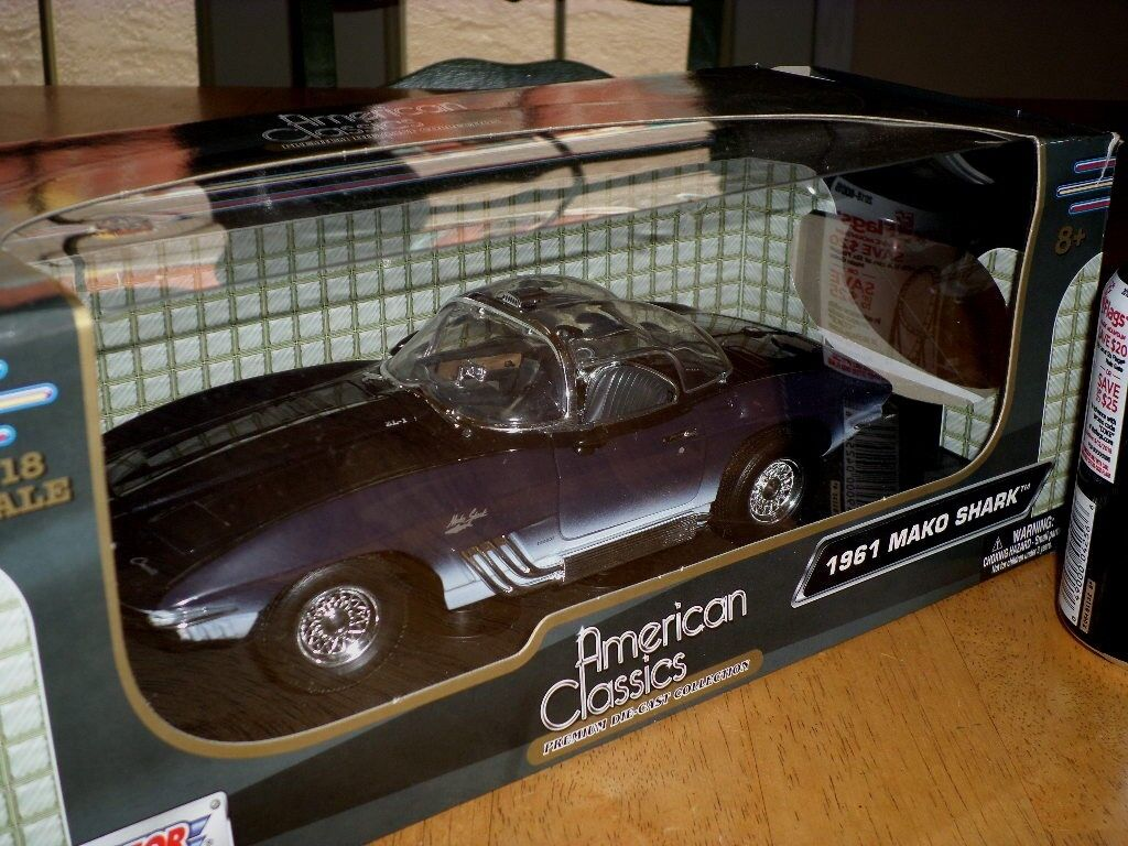 1961 MAKO SHARK - CORVETTE SPORT CAR, Die Cast Metal, Model Car Toy, SCALE  1 18