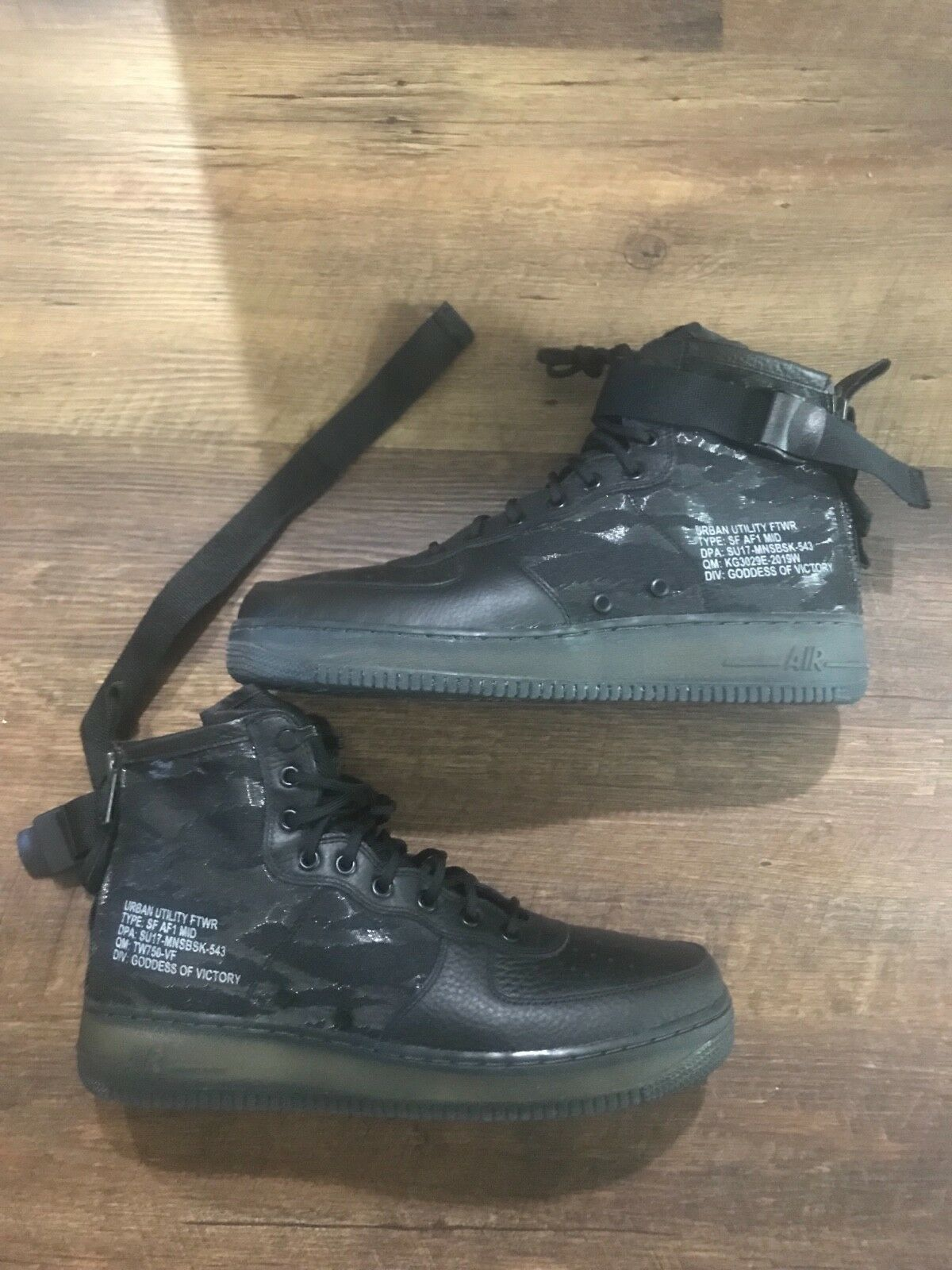 Mens size 12 new black Airforce 1