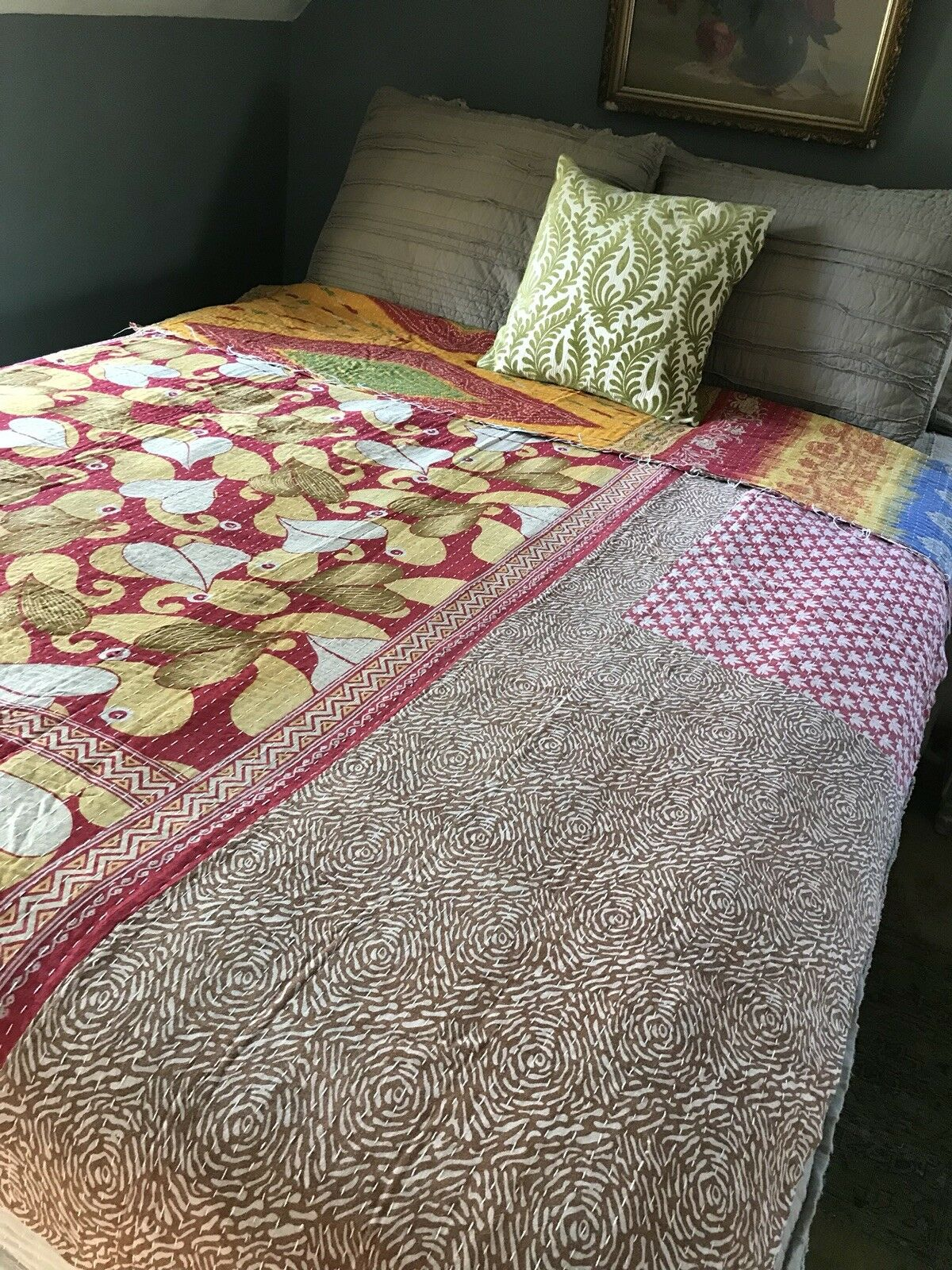 Vintage Kantha Quilt. Indian Sari Patchwork Throw. Twin Bohemian Bettspread.