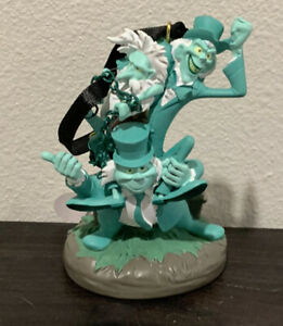 New-Disney-Parks-Haunted-Mansion-Hitchhiking-Ghosts-Ornament