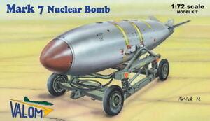 Valom-1-72-U-S-Mark-7-Nuclear-Bomb-with-Cart-72127
