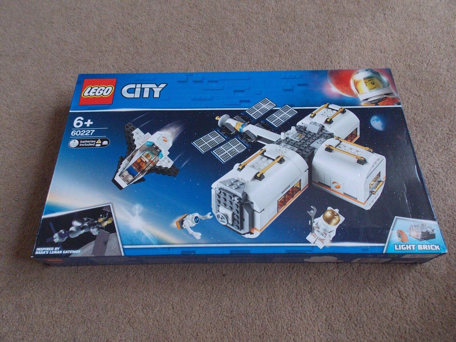 LEGO-città (Set 60227-Stazione spaziale lunare) Nuovo  di Zecca  fantastica qualità