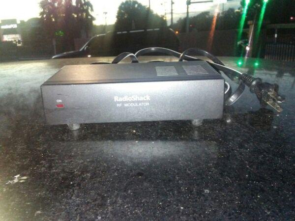 Used Radio Shack Rf Modulator 15-1214 Maar Toch Niet Vulgair
