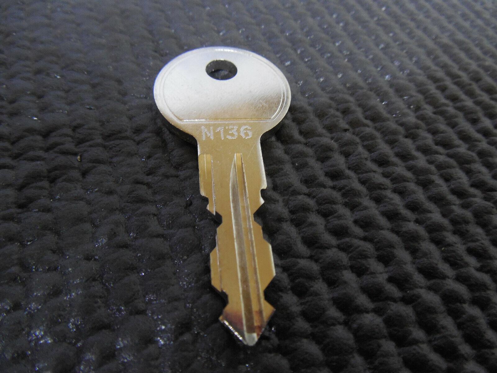 Thule Schlüssel N136 N 136 Ersatzschlüssel für Heckträger Dachboxen Dachträger