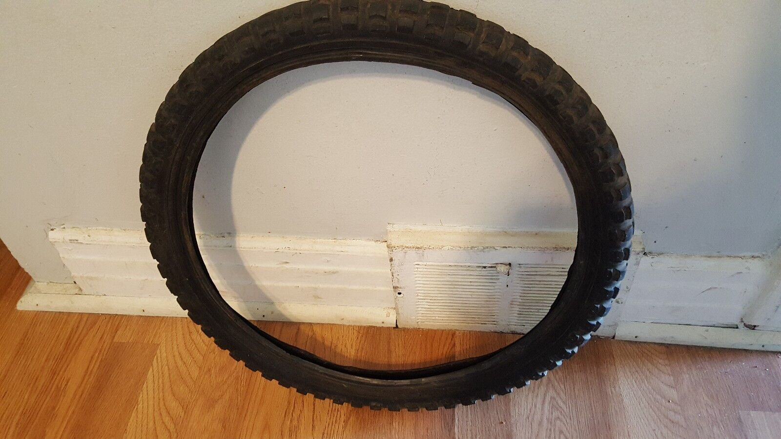 OLD SCHOOL BMX LHR TIRE 20X2.125 MODELLH314-07 MADE IN TAIWAN VINTAGE RARE