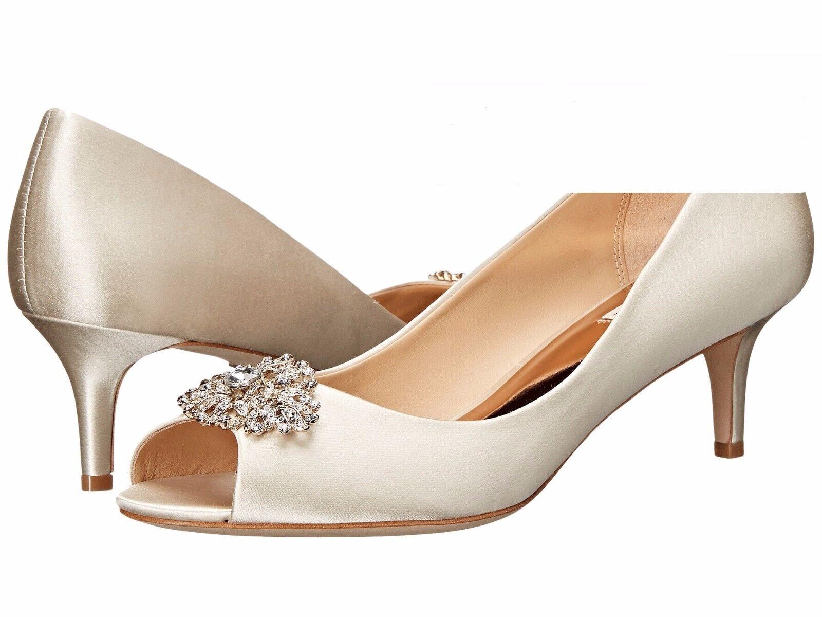 Badgley Mischka Layla Größe 6 Ivory Satin Crystal Embellished Embellished Embellished Kitten Heel Pumps 3d1580