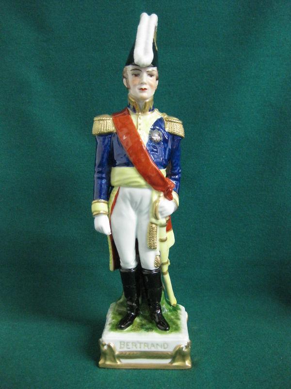 Vitre ALSBACH NAPOLEON Bertrand personnage 28 cm Couleuré général armée